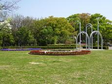 名古屋市西区にある庄内緑地公園でサイクリングや芝生ピクニック